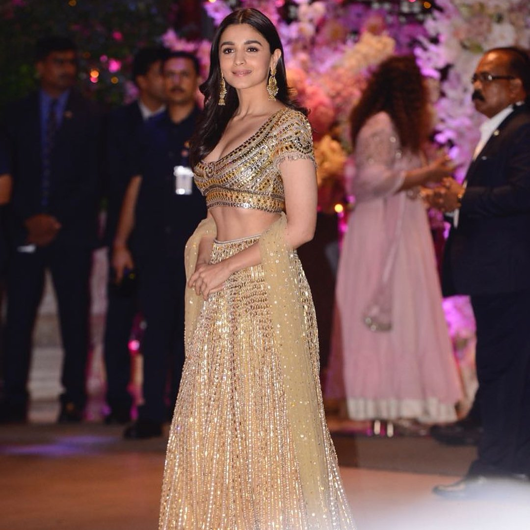 Alia-Bhatt-Looked-Like-a-Golden-Girl-in-Abu-Jani-Sandeep-Khosla's-Designer-Lehenga