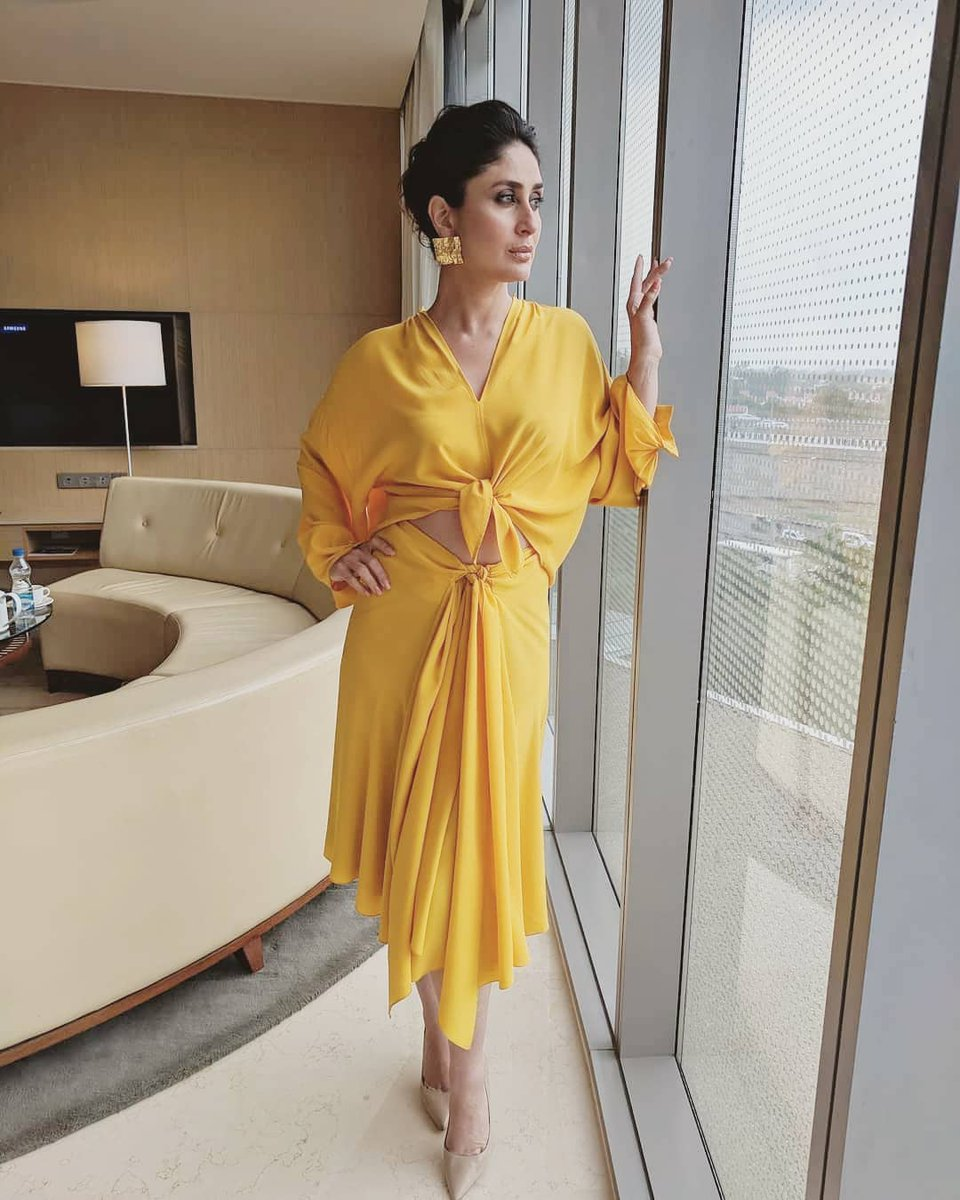Kareena-Kapoor-Khan-in-Tome's-Designer-Yellow-Dress
