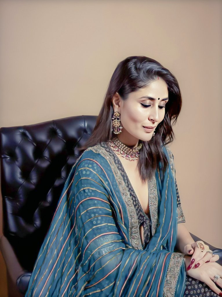 kareena-kapoor-in-black-blue-printed-lehenga