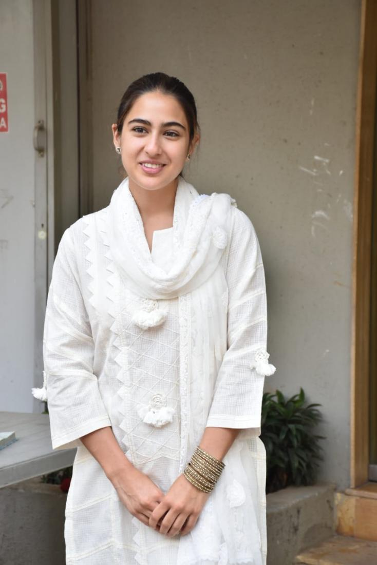 sara-ali-khan-in-white-salwar-suit