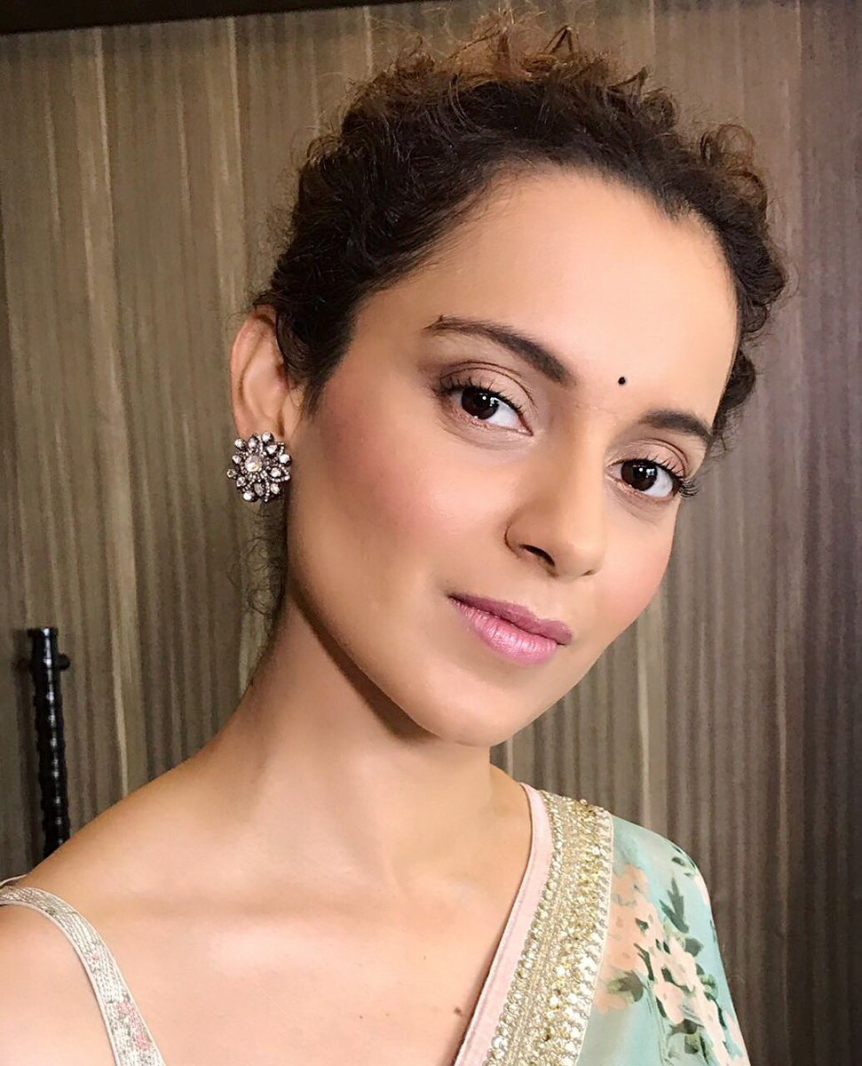 The stunning Kangana Ranaut in this beautiful Sabyasachi sari 4