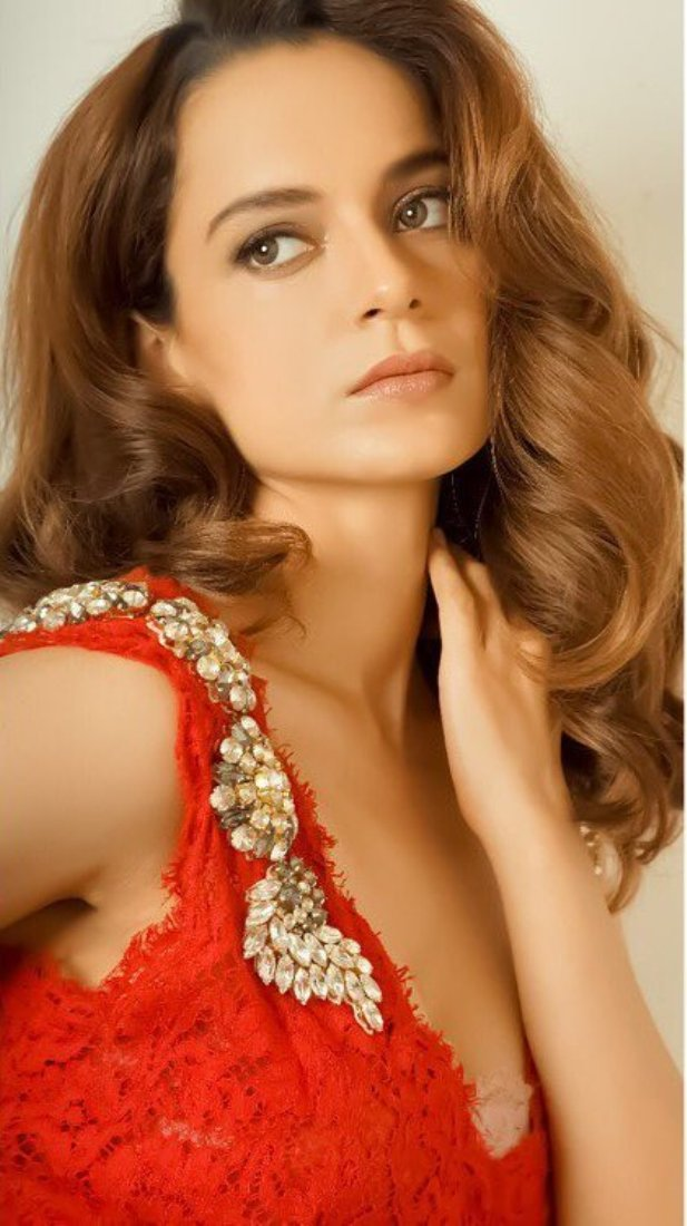 Kangana Ranaut Flaunts Everyone With Her Hot Red Sexy Gown