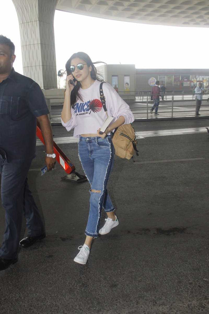 Anushka Sharma Was Snapped At The Mumbai Airport.