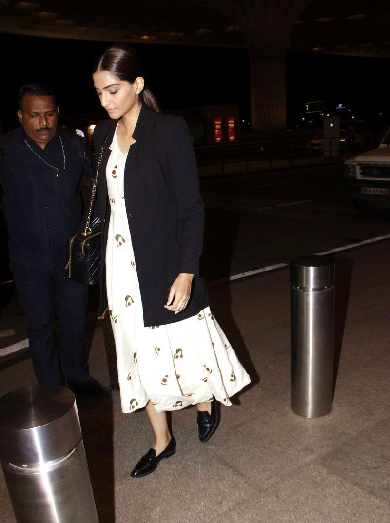 Sonam Kapoor Adds The Perfect Concluding Look For Airport Style File