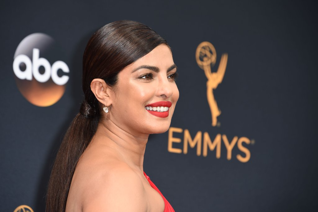 priyanka-chopra-in-emmy-award-2016