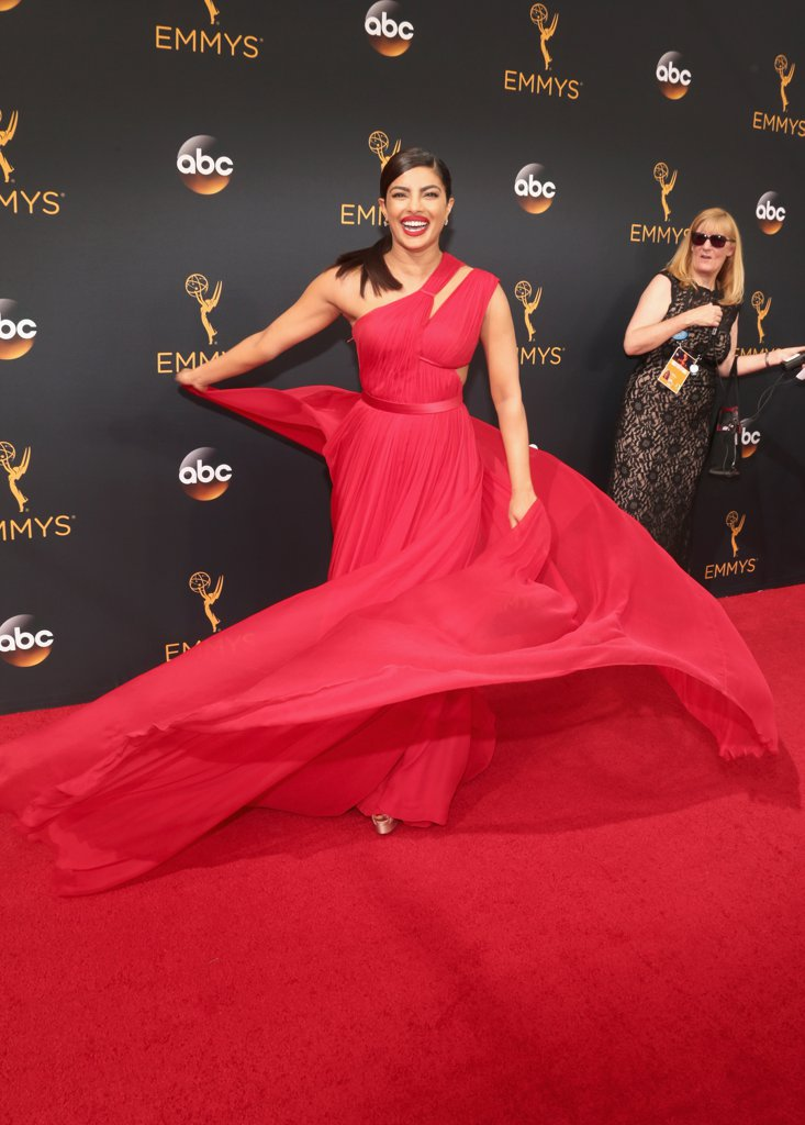 Priyanka-Chopra-Red-Dress-Emmys-2016 (4)