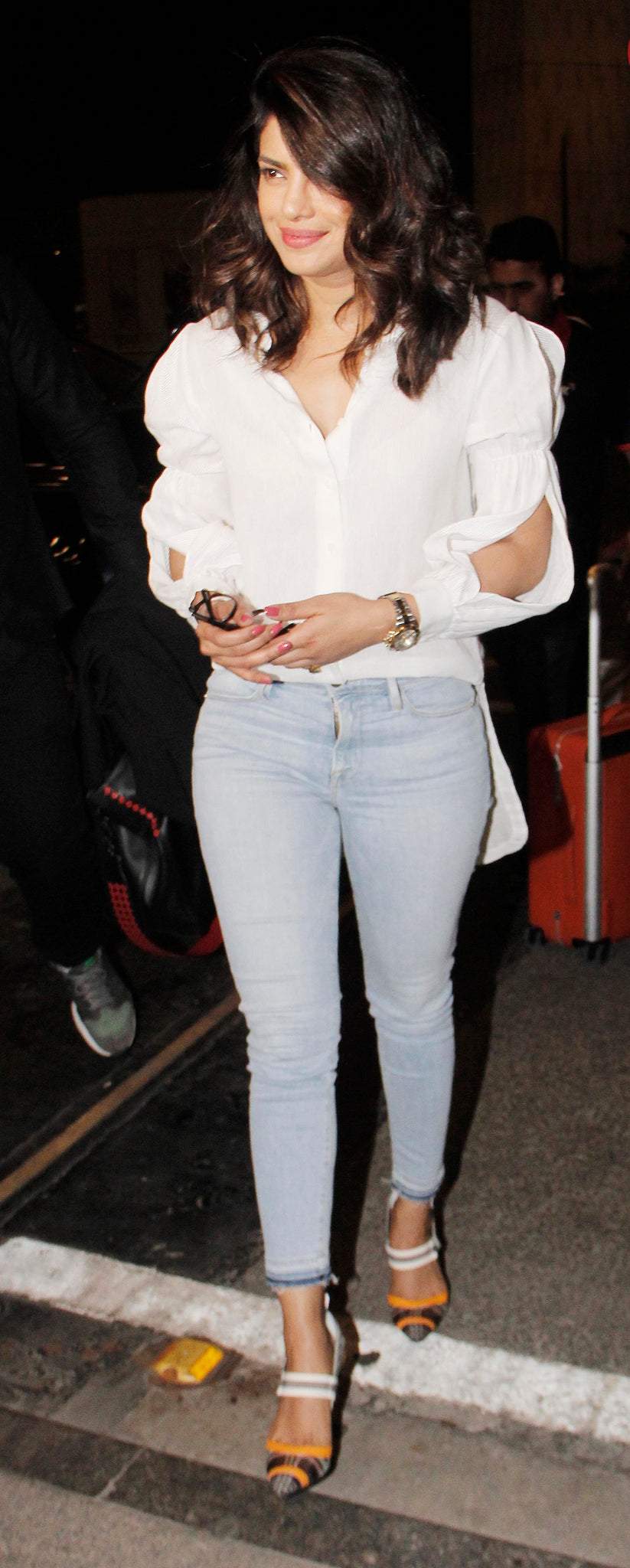 """Desi Girl"" aka Priyanka Chopra was clicked at the city airport by the shutterbugs last night."