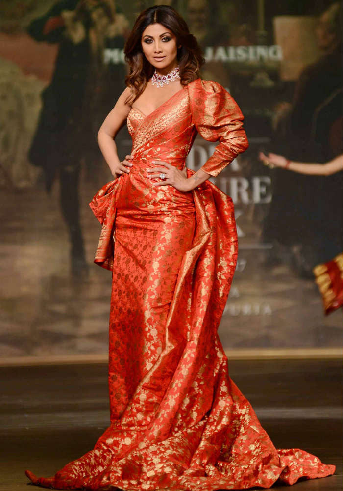 ICW 2017: Shilpa Shetty Looked Like A Toffee Wrapper in A Benarasi Brocade Gown