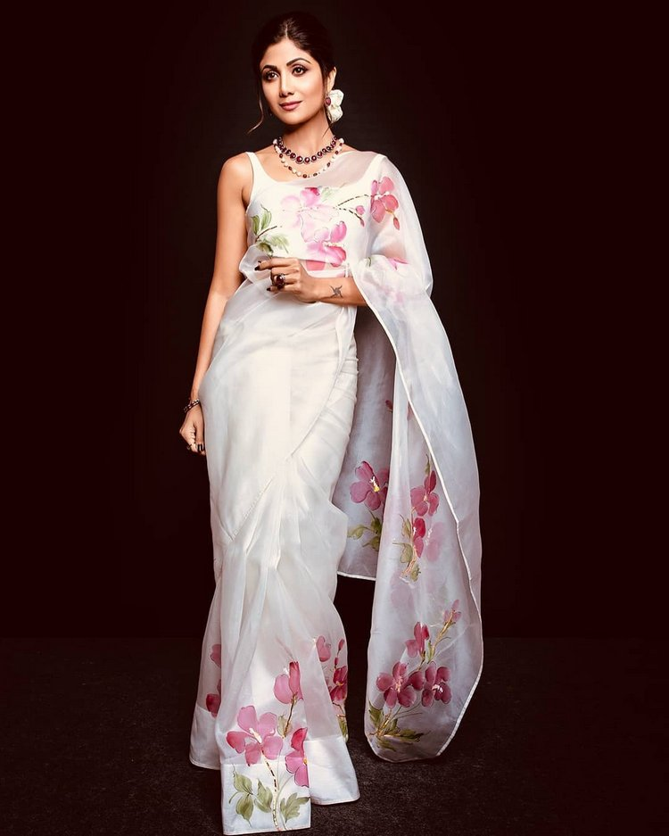 Shilpa Shetty is Giving us Some Vintage Vibes in This Floral Print Saree