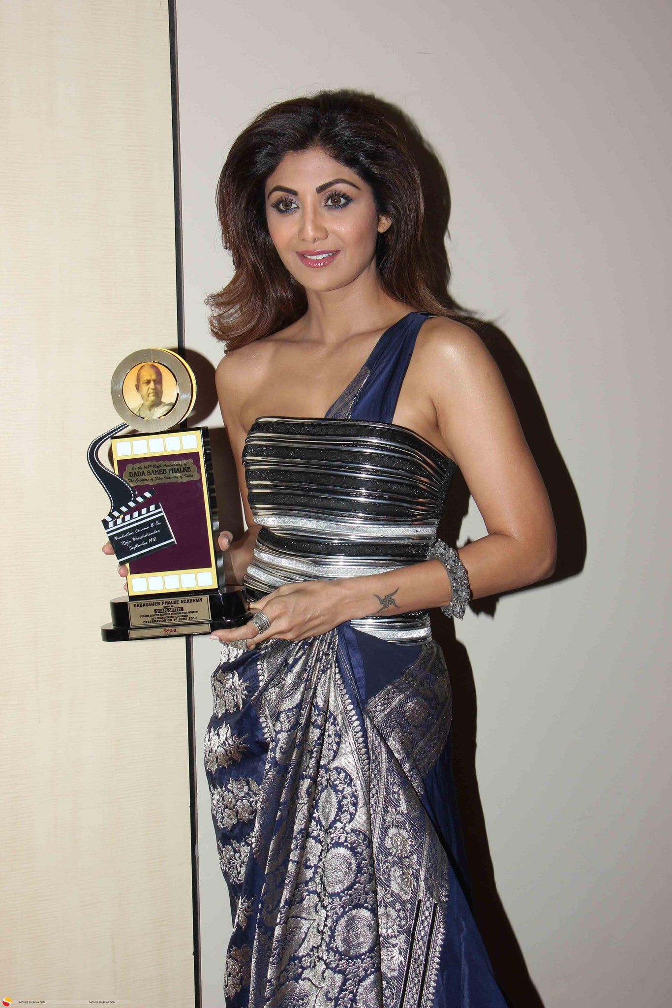 Shilpa Shetty Looked Classy In A Saree Gown By Amit Aggarwal At The Dada Saheb Phalke Awards