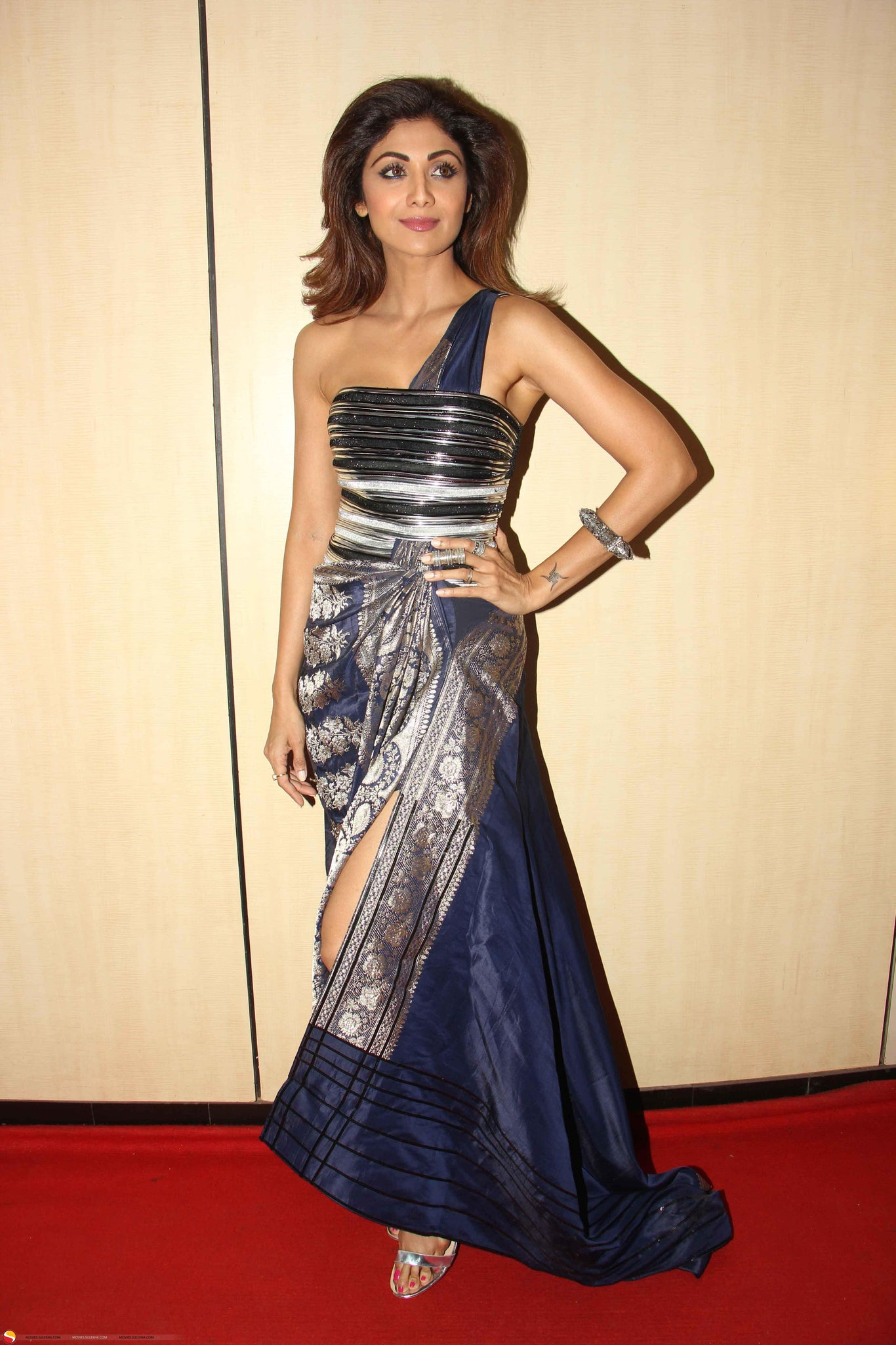 Shilpa Shetty Looked Classy In Banarasi Saree Gown By Amit Agarwal ...