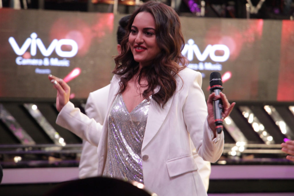 Sonakshi Sinha Snapped At Dil Hai Hindustani TV Show For Promotes Noor