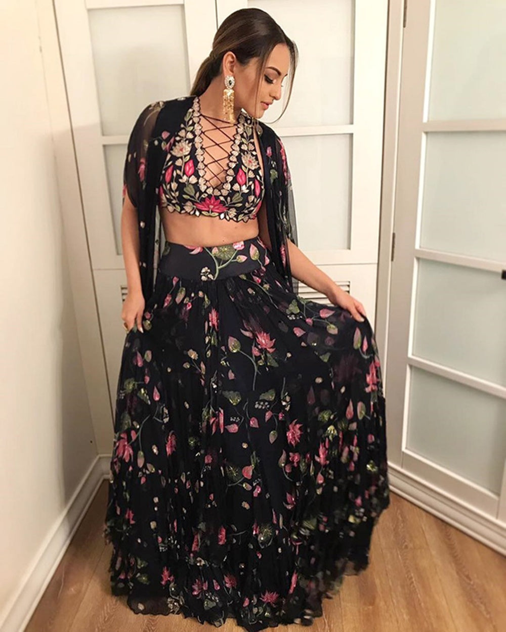 Sonakshi Sinha Proves US That You Can Nail Glam In Ethnic!