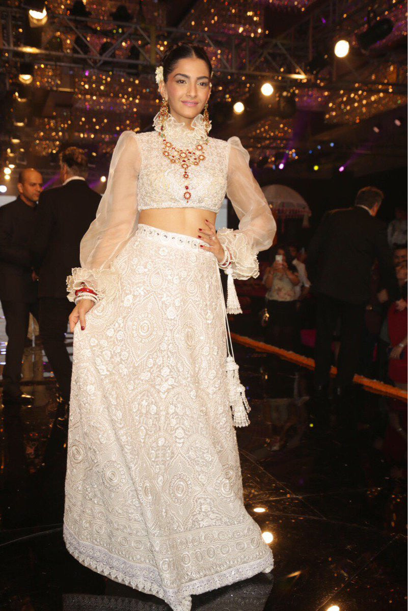 Sonam Kapoor The Real Fashionista Of B'town In Abu Jani Sandeep Khosla's Wedding Collection