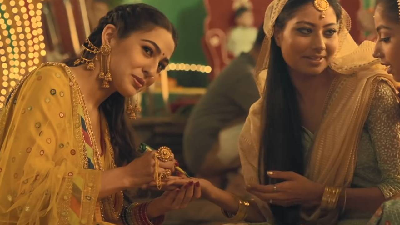 Sara Ali Khan looks ethereal by wearing Jhumka Earring Chain Jewellery Set in Kedarnath Film
