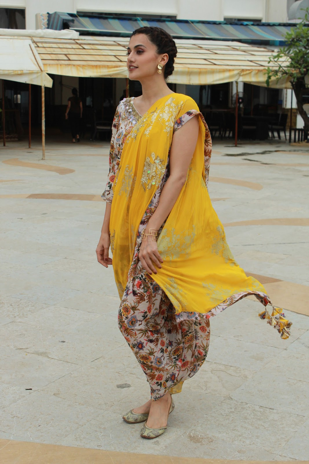 Taapsee-Pannu-in-dhoti-saree