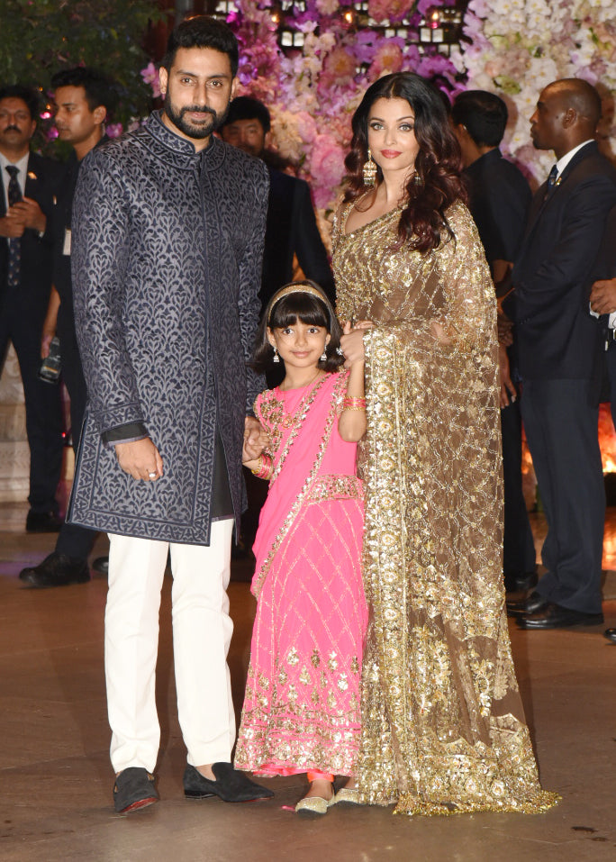 Aishwarya-Rai-Bachchan-in-Manish-Malhotra's-Golden-Saree