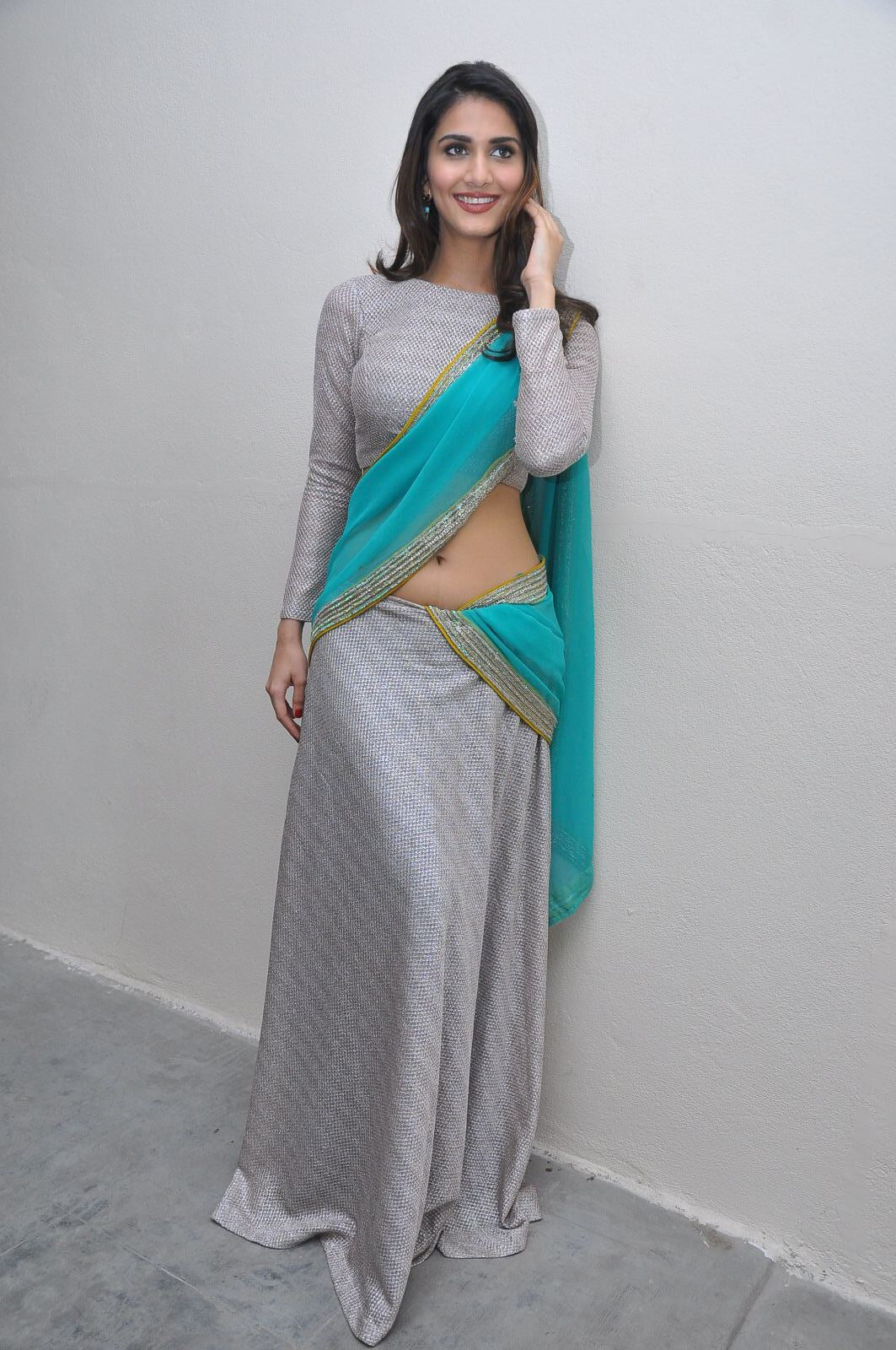 vaani-kapoor-in-half-saree