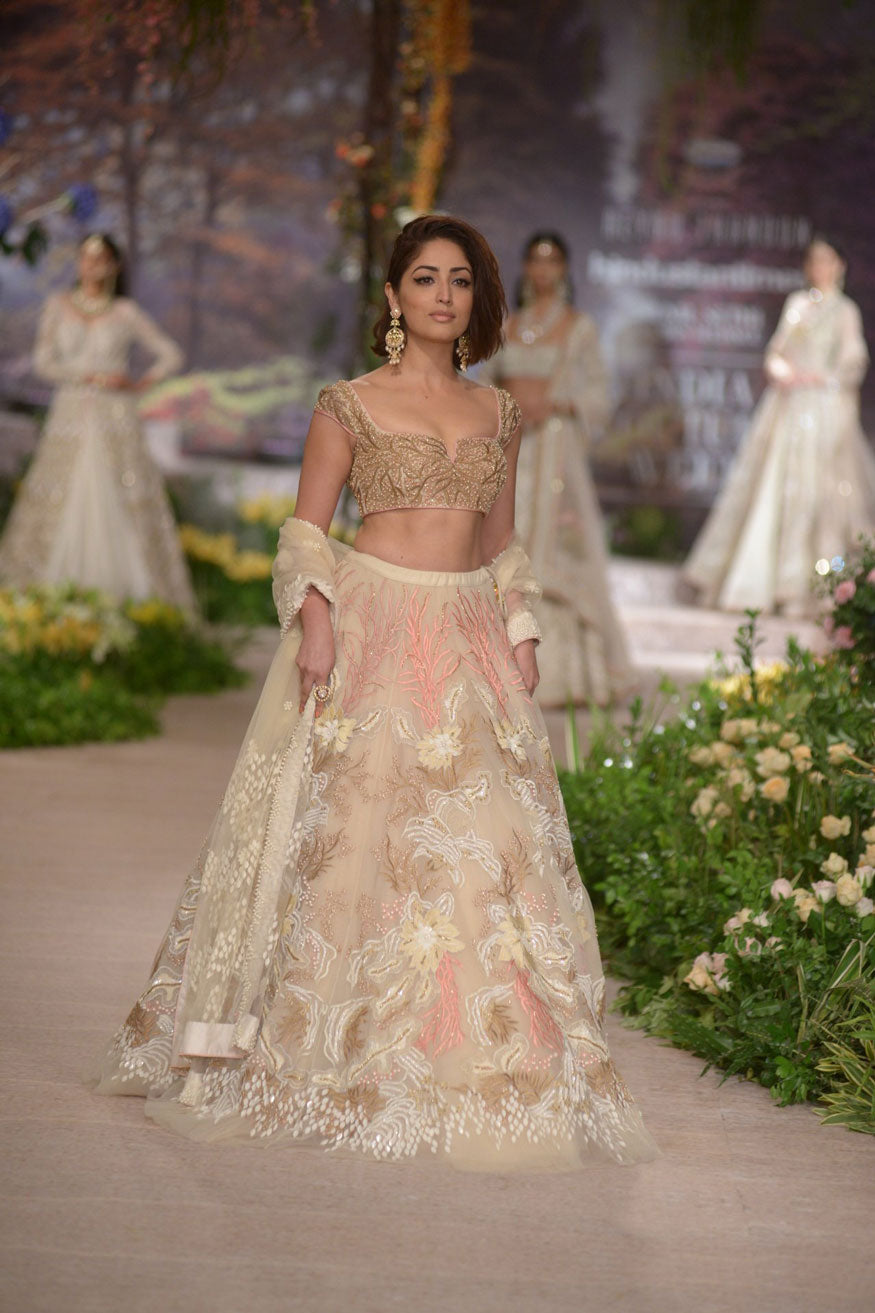 Yami-Gautam-in-Reynu-Tandon's-Bridal-Lehenga-at-India-Couture-Fashion-Week-2018