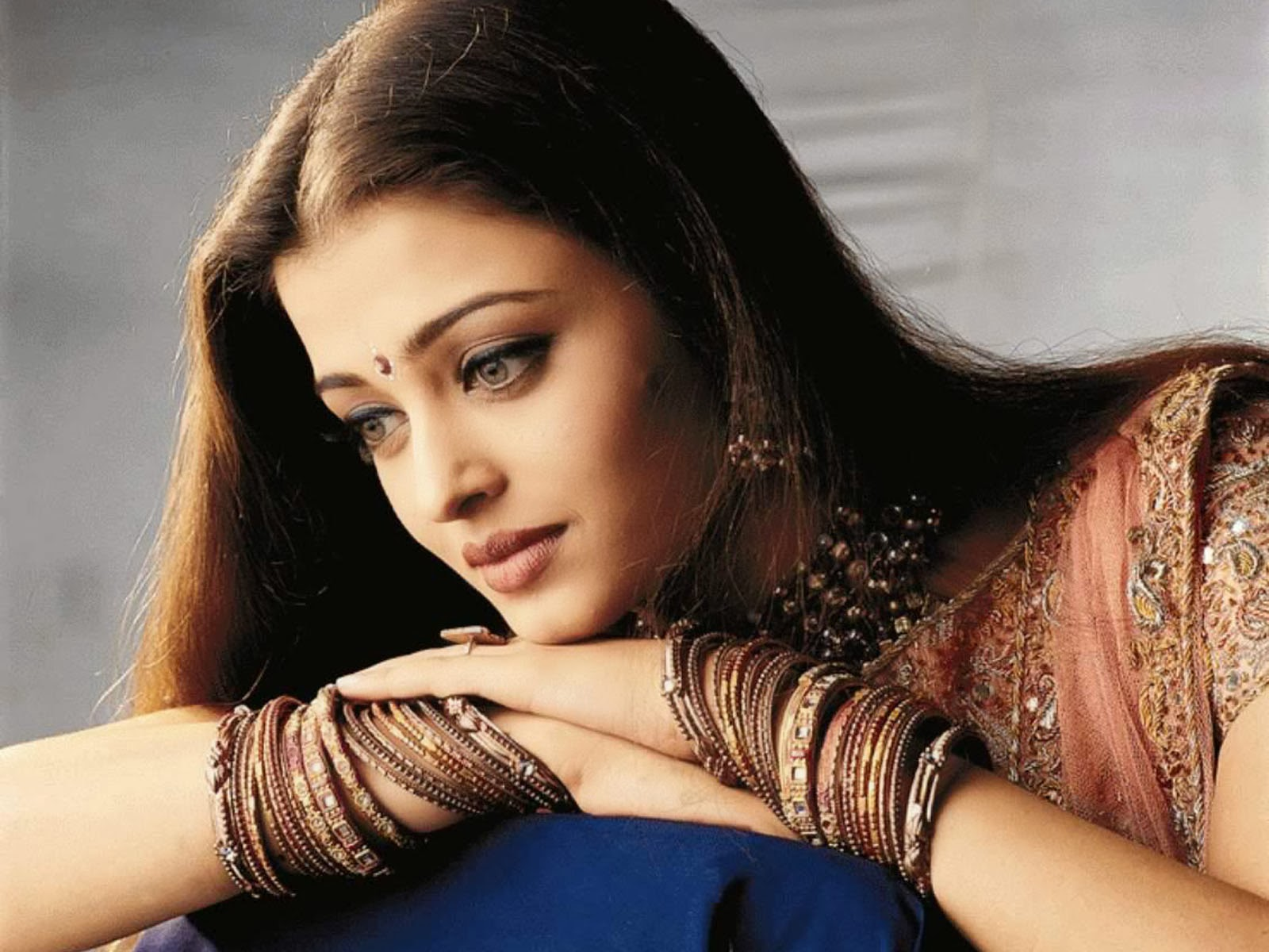 aishwarya-rai-in-saree