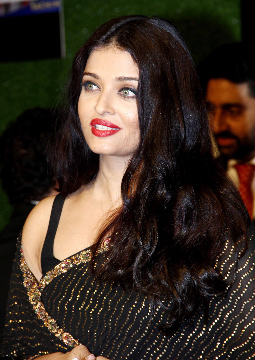 Aishwarya Rai Bachchan Looked Classy In Black Sabyasachi Saree At The Premiere Of Sachin: A Billion Dreams