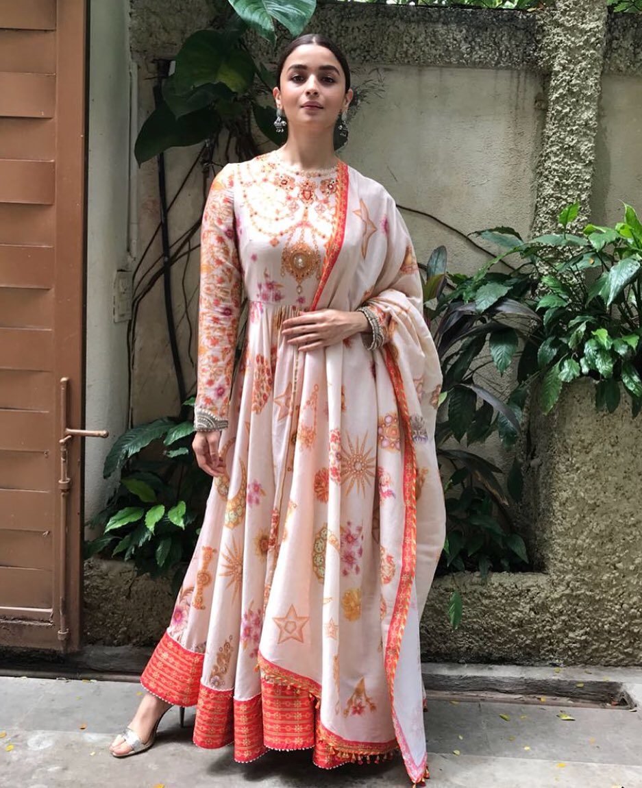 Alia-Bhatt-in-Tarun-Tahiliani's-Printed-Cotton-Anarkali-Suit