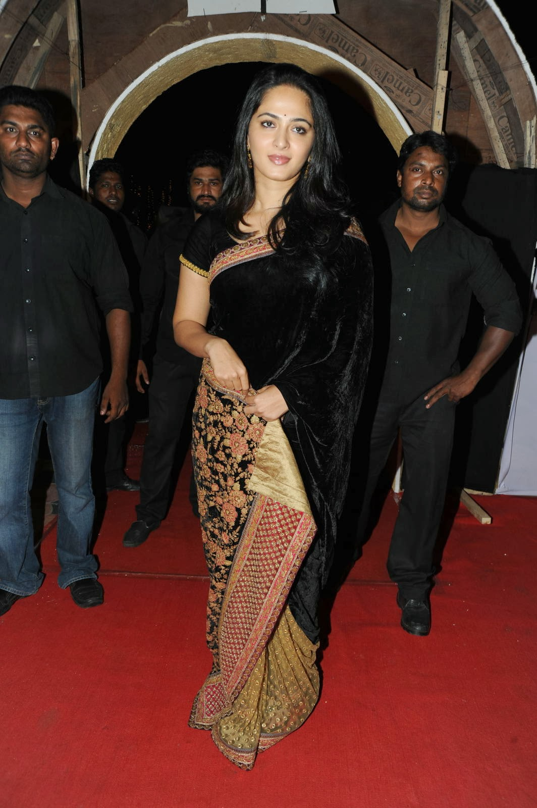 anushka-shetty-yellow-saree