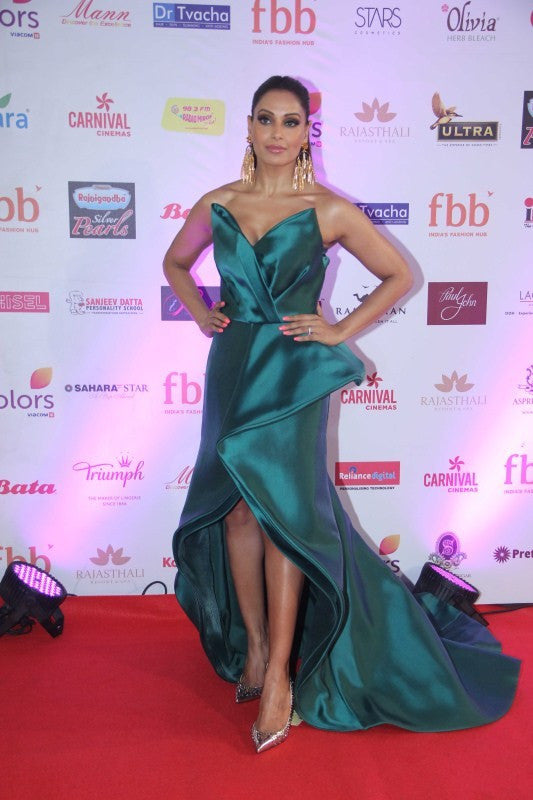 Bipasha Basu Make A Stunning Fashion Statement At Femina Miss India World 2017