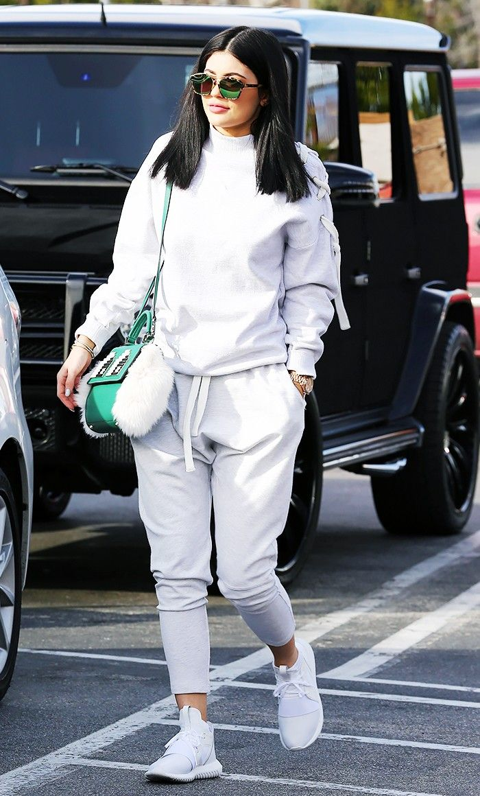 d3ce2655f9b Shruti Haasan Channeling Kylie Jenner In Her Airport OOTD
