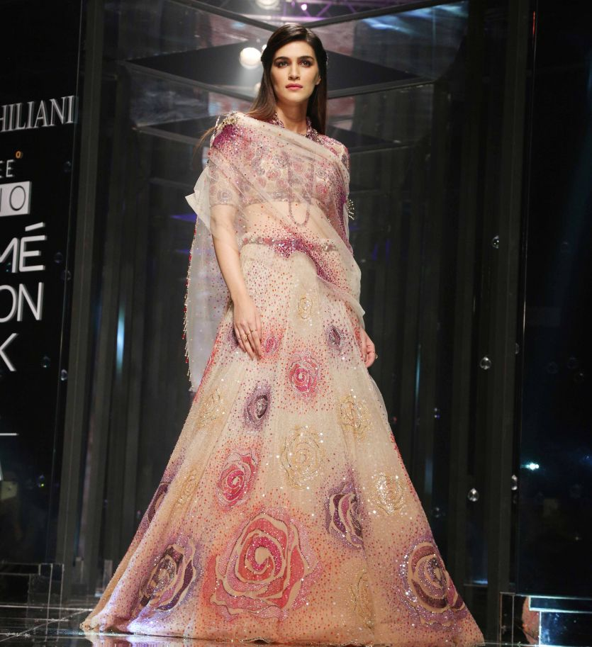 Kriti Sanon's bridal look ends Tarun Tahiliani's Show at Lakme Fashion Week 2018