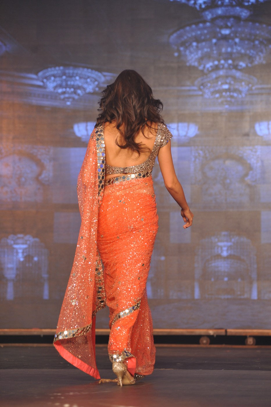 deepika-padukone-backless-saree