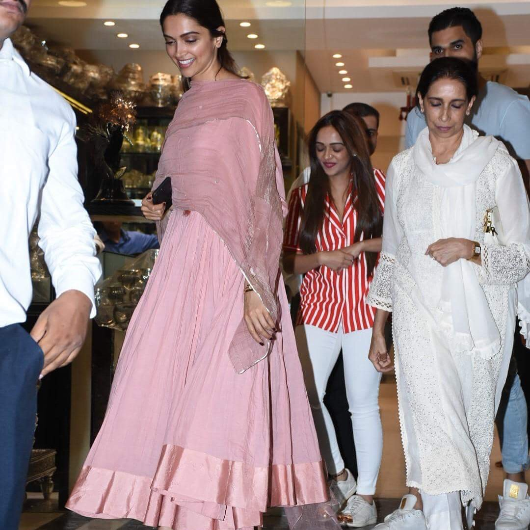 Deepika-Padukone-in-Good-Earth's-Pink-Aarkali-Kurta