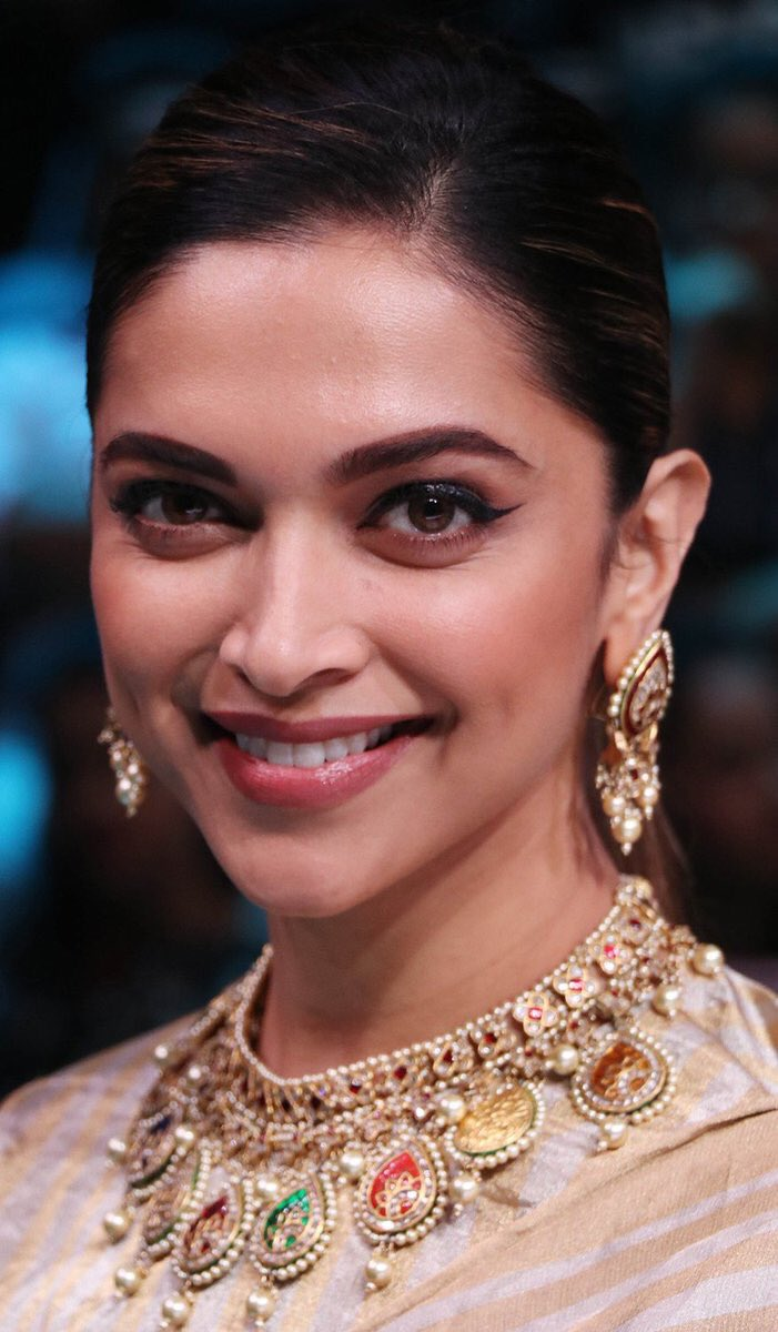 For Once, Deepika Padukone's Accessories Are Outshining Her Stunning Saree
