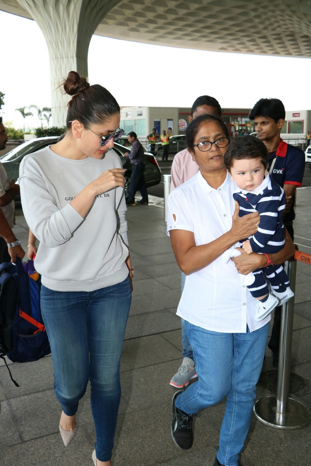 Did Anyone Else Notice THIS About kareena Kapoor's Airport Style