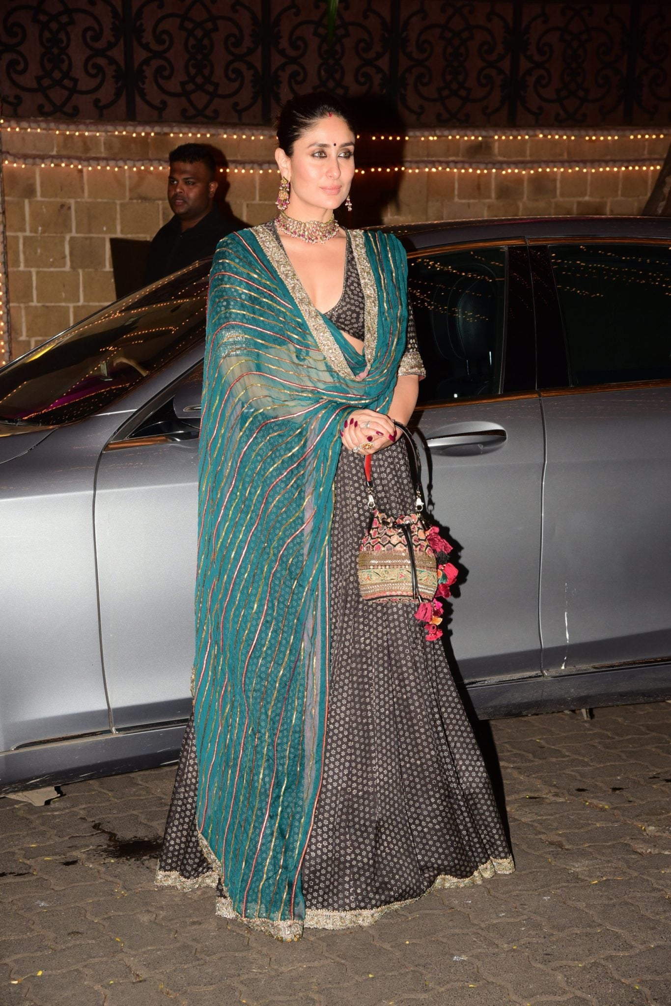 kareena-kapoor-khan-in-black-printed-lehenga