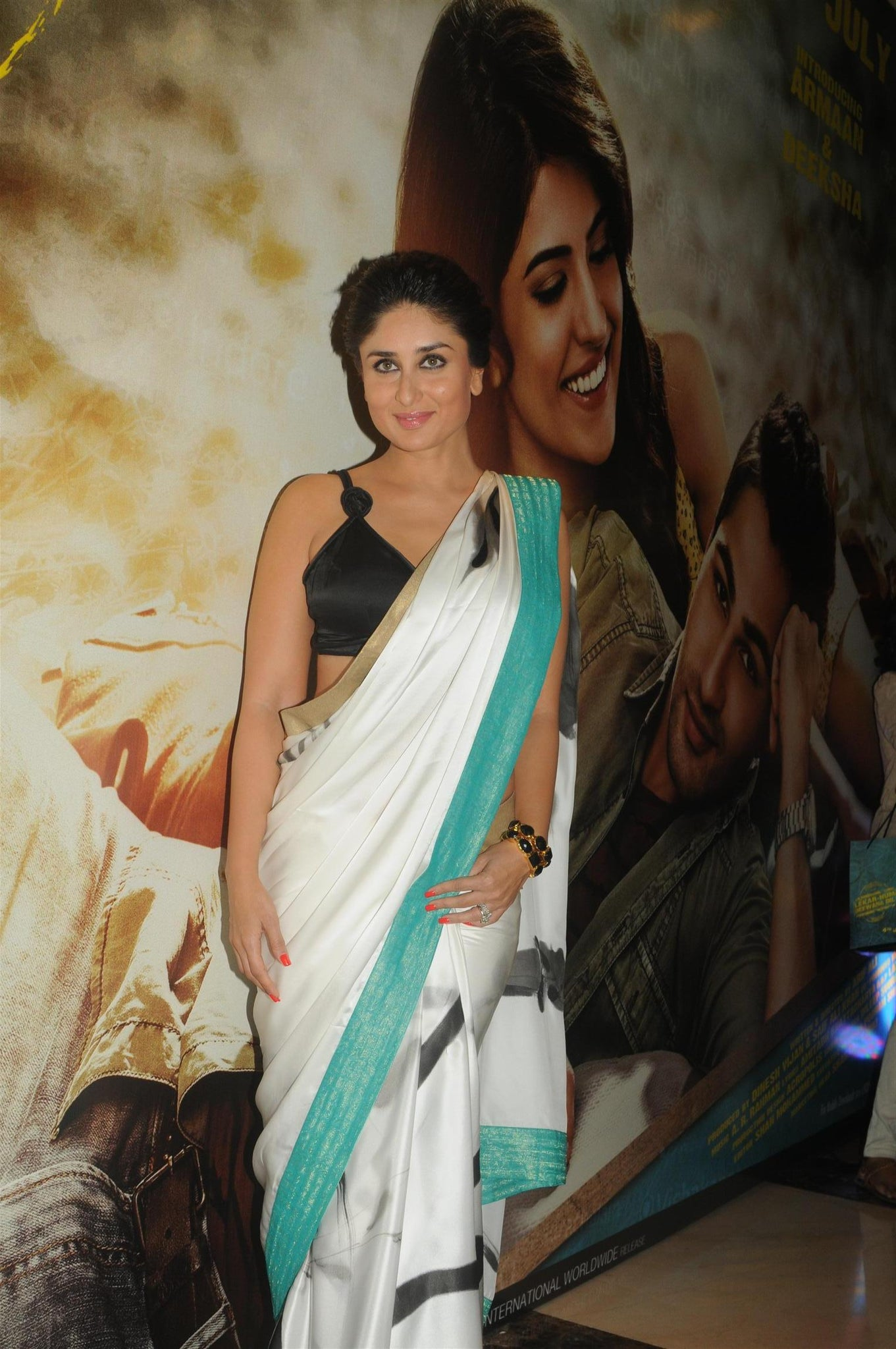 69bc74d2be Kareena Kapoor looks exquisite in a saree. Kareena Kapoor Khan is one of  the most talked about fashionista in Bollywood who has been ruling the  fashion ...