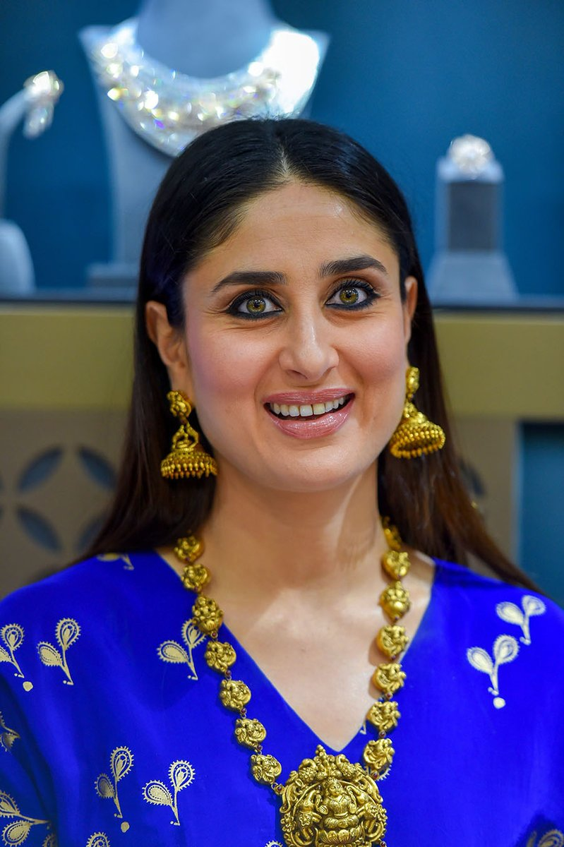 Kareena-Kapoor-Khan-in-Kurta-Skirt-Set-from-house-of-masaba