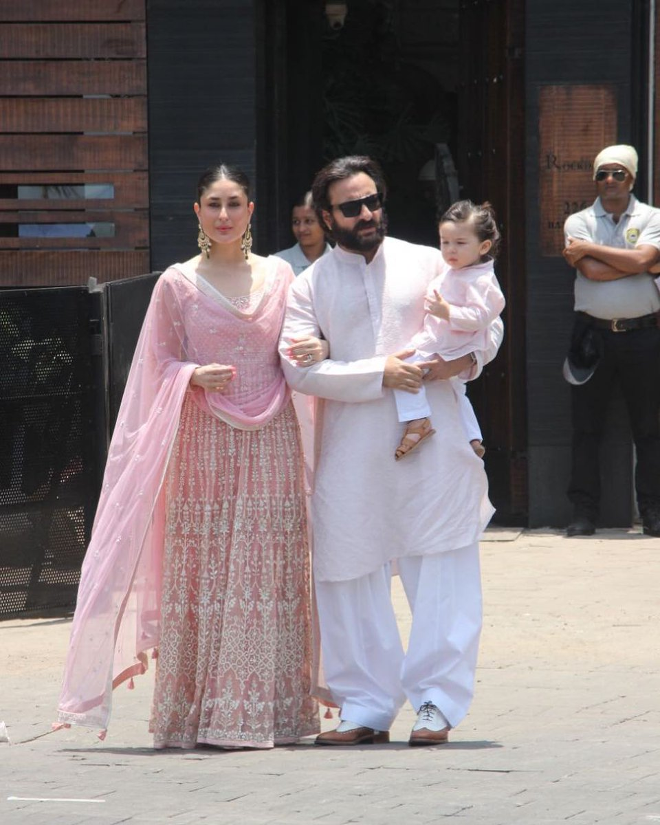 26e4c4bff7 Kareena Kapoor Pregnancy White Dresses - Data Dynamic AG