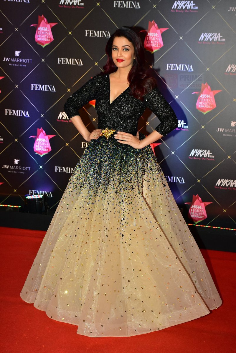 253d10545 Aishwarya Rai Bachchan Looked Super Gorgeous in LaBourjoisie s Gown ...