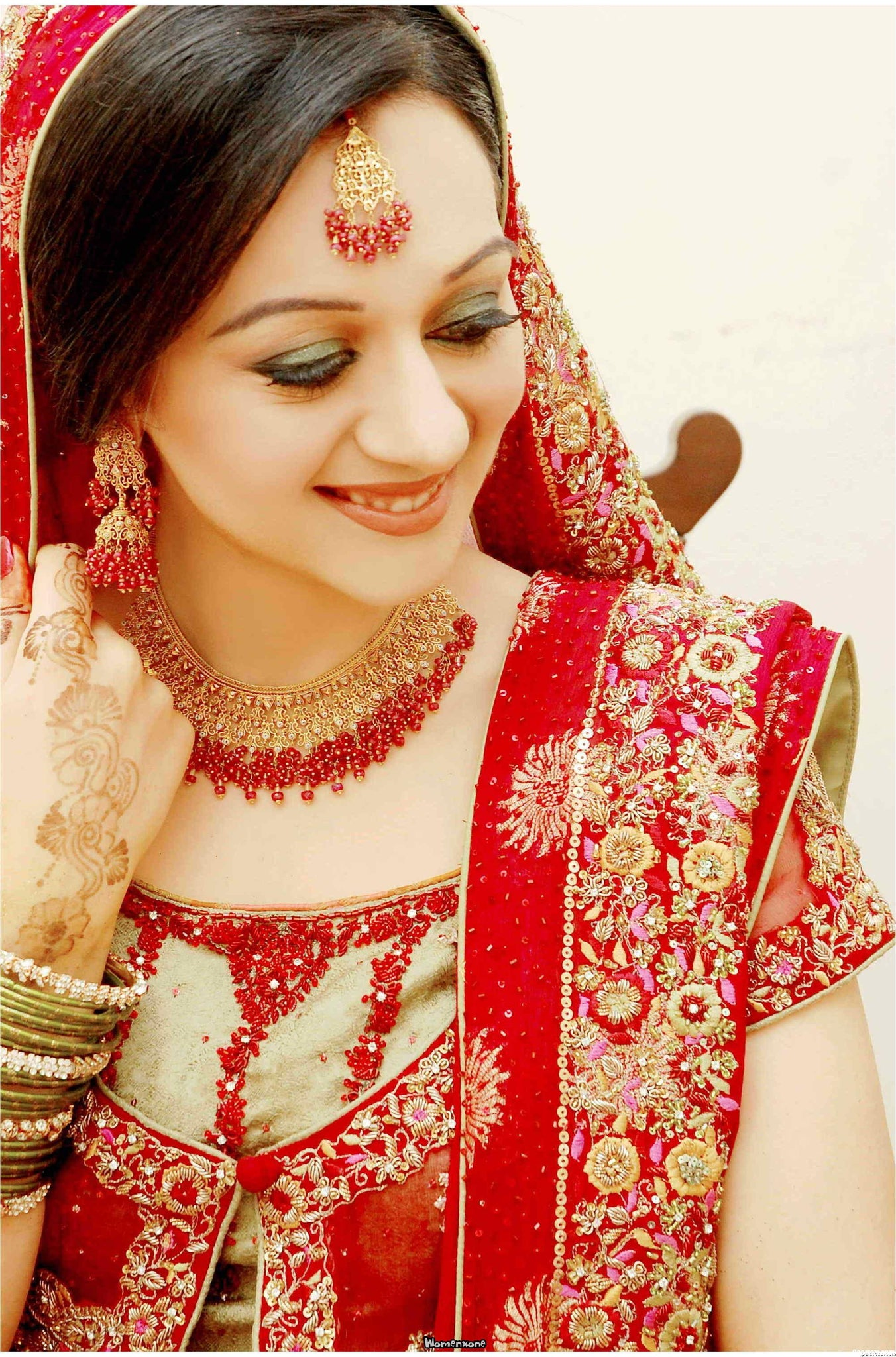 Best-Red-Saree-Makeup-Tips