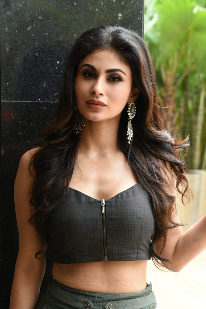Mouni-Roy-in-Designer-Ethnic-Wear