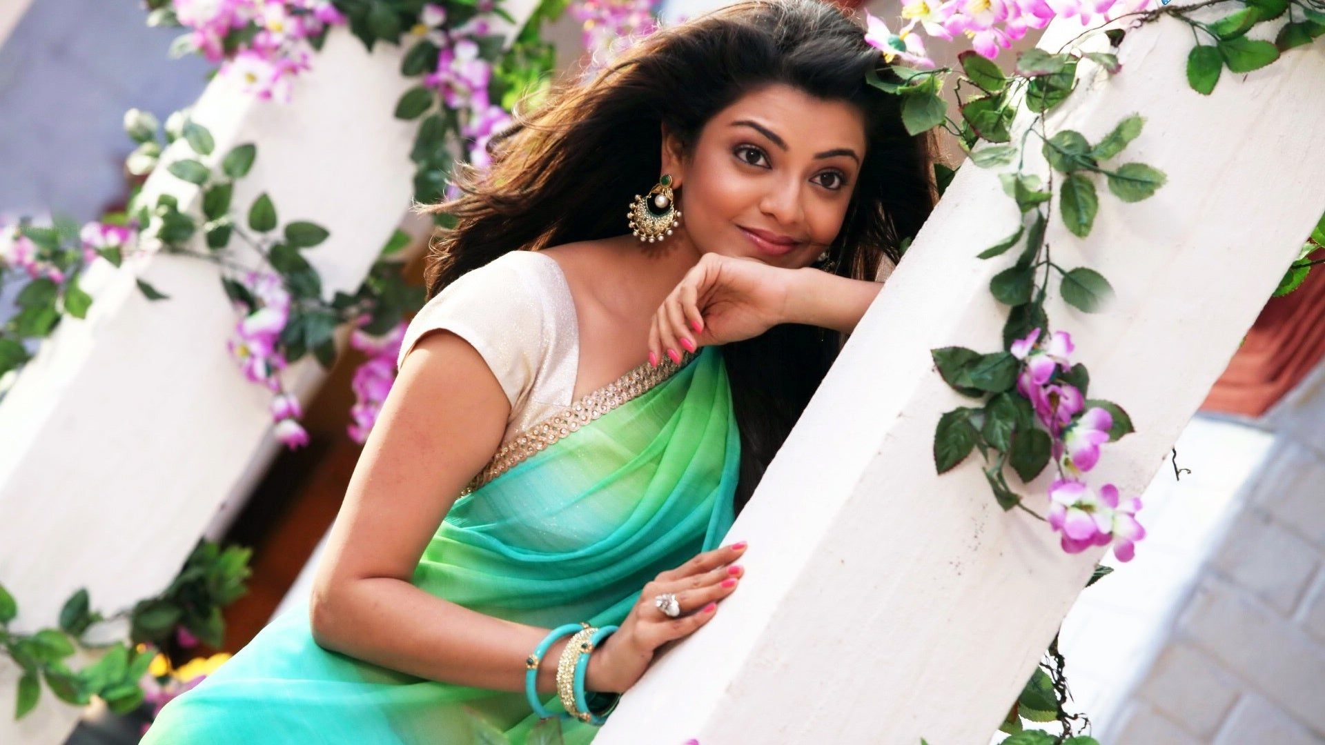 only-kajal-agarwal-in-green-saree