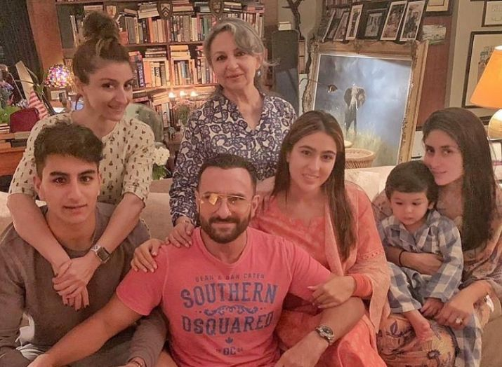 sara-ali-khan-with-her-family