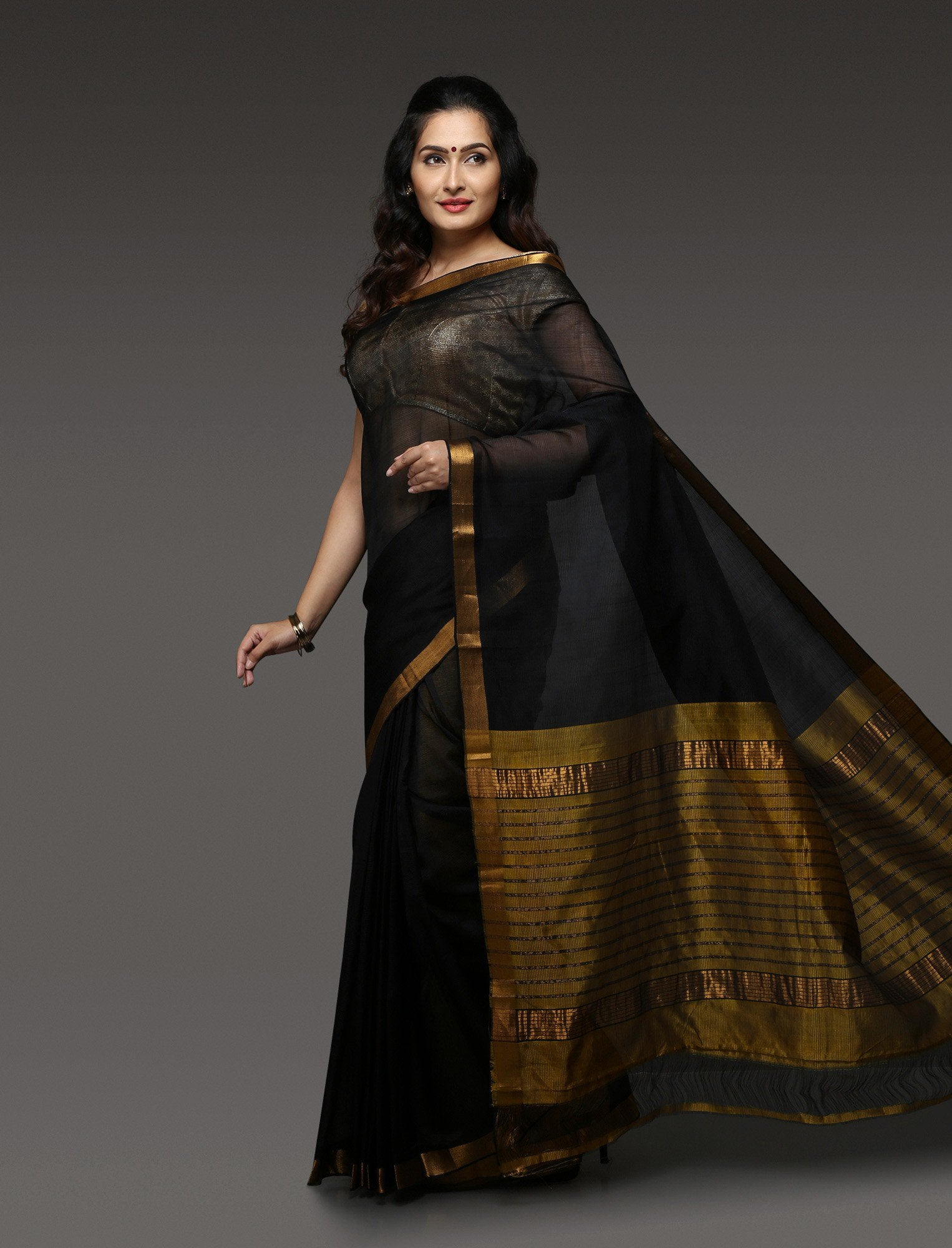 plain-saree-with-gold-border