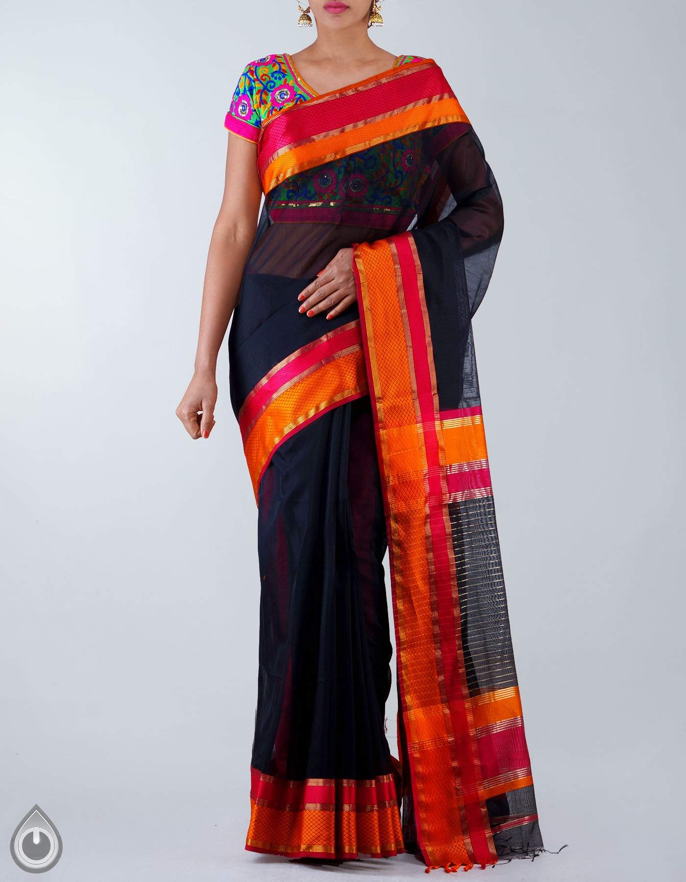 plain-saree-with-kutch-blouse
