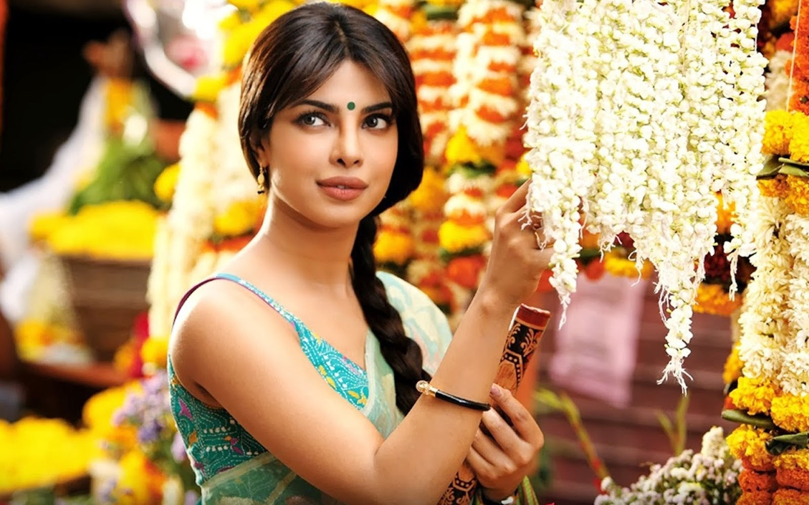 priyanka-chopra-gunday-saree