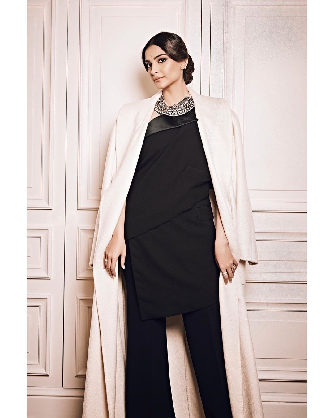 Sonam Kapoor Wearing A Jean Paul Gaultier S Sari Tuxedo In Paris Sonam Kapoor In Saree Buy Sarees Online Sarees Indian Sarees Ladyindia Fashion Trends 2020 Lady India