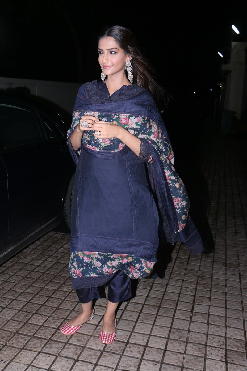 Sonam-Kapoor-in-Navy-Blue-Suit-By-Aneeth-Pero