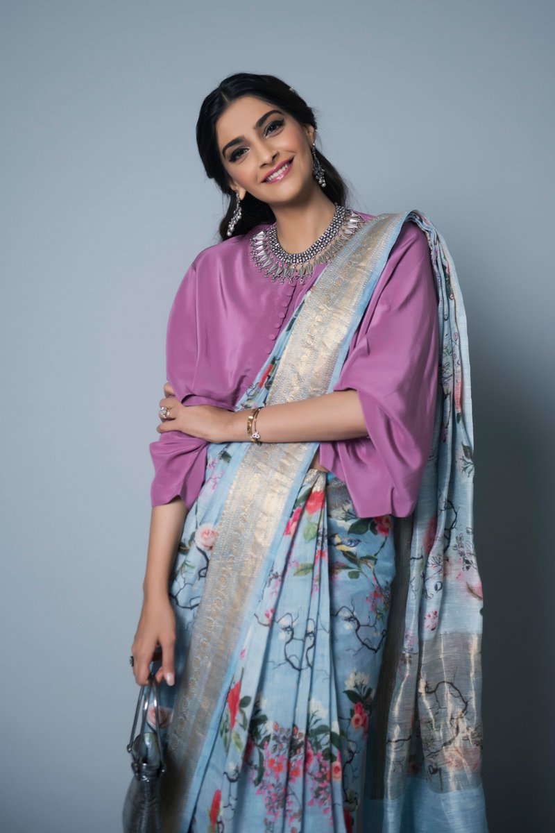 Sonam-Kapoor-in-Floral-Printed-Saree