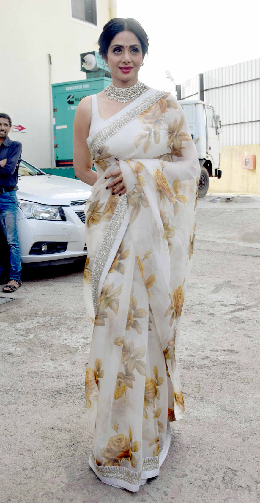 Sridevi Looked Attractive In a Sabyasachi Ivory Embroidered Saree